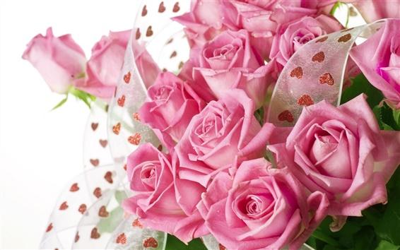 Обои Розовый букет из роз с каплями воды