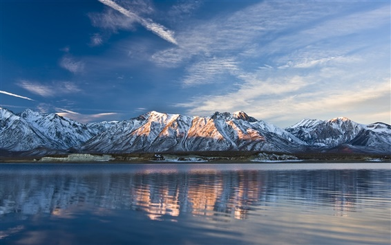 Wallpaper Lake and snow-capped mountains in winter