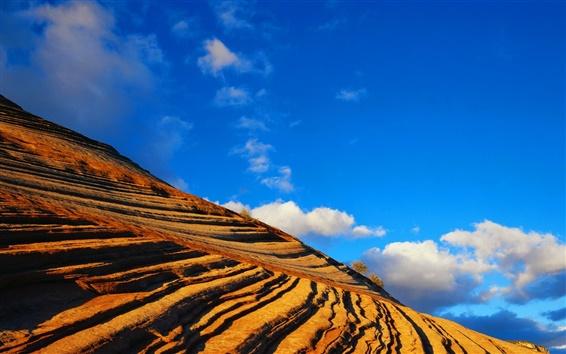 Fond d'écran Etrange colline de roches rouges
