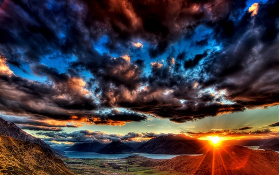 Wallpaper Dawn sky thick clouds, the sun shining bright rays