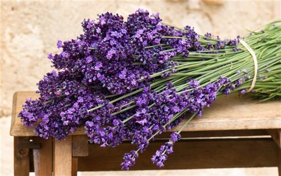 Обои Букет из фиолетовых цветков лаванды