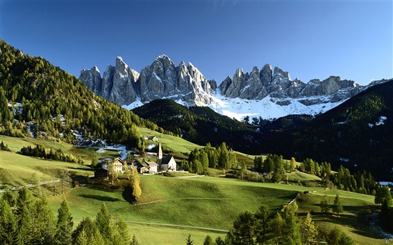 Wallpaper Italian countryside scenery, snow-capped mountains, green trees, houses