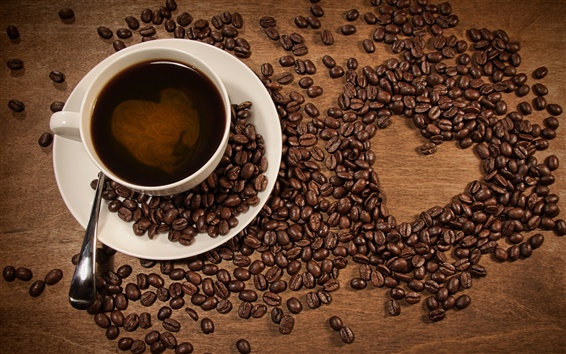 Papéis de Parede Uma xícara de café, grãos de café colocado em forma de coração padrão