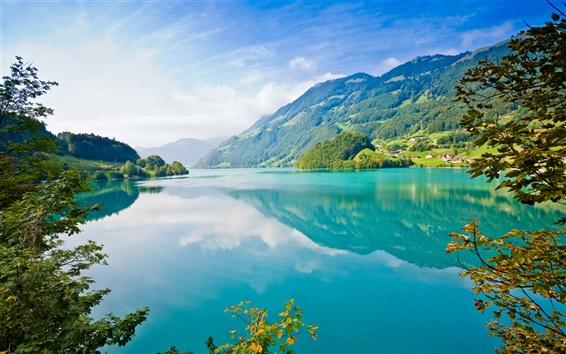 壁紙 美しい自然の風景、湖、山、木、村、青空、白い雲