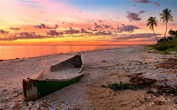 壁紙 サンセットビーチの風景、海、壊れたボート、赤い雲