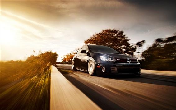 Обои Volkswagen Golf GTI, черный цвет автомобиля, дорога, закат