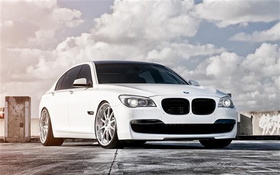 Wallpaper 2013 BMW 750 white color