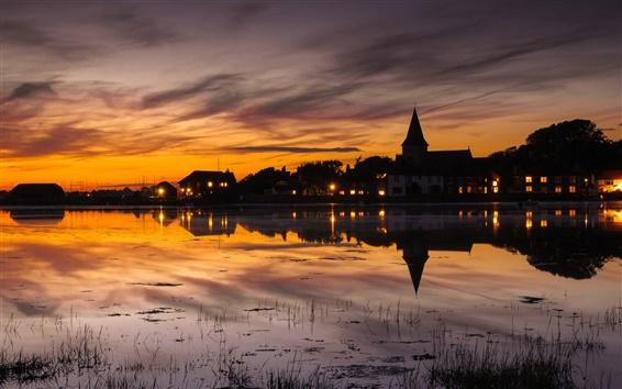壁紙 イングランド、町の風景、家、ライト、日没、湖の水の反射