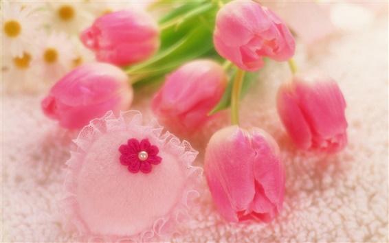 Обои Романтический стиль, розовые тюльпаны, в форме сердца украшения