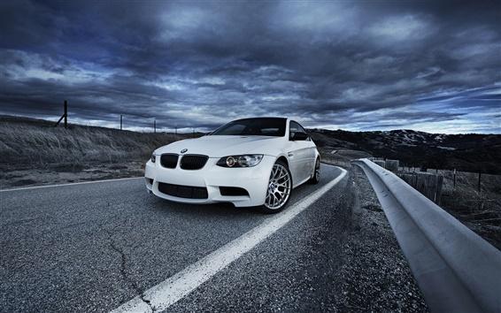 Fond d'écran BMW M3 E92 voiture blanche, route, ciel nuageux