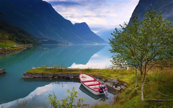 Обои Норвегии, красивые пейзажи природы, озеро, горы, облака, лодки, деревья