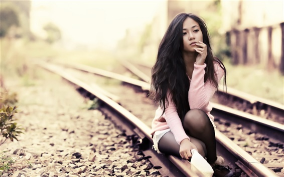 Wallpaper Asian girl on the tracks