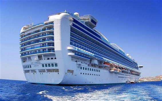 Обои Большой круизный корабль в океане