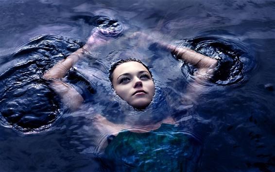 Fond d'écran Fille dans l'eau