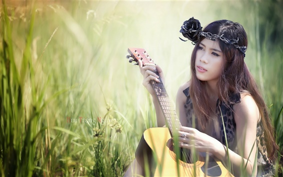 壁纸 美丽的亚洲女孩,吉他,音乐,草