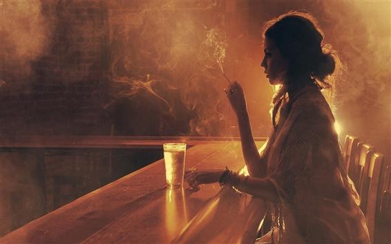 Fond d'écran Boisson de fille dans le bar