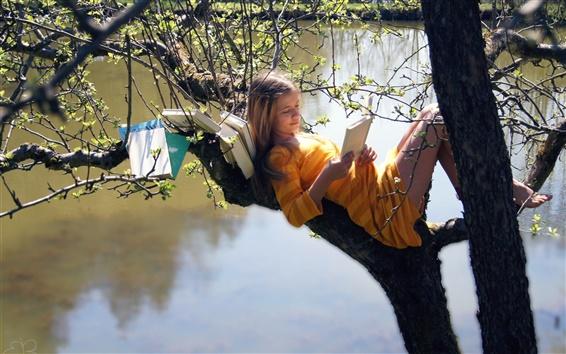 Wallpaper Girl on the tree, read books