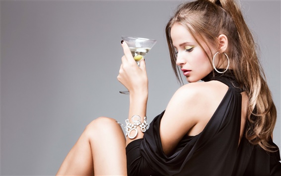 Wallpaper Girl with martini cocktail