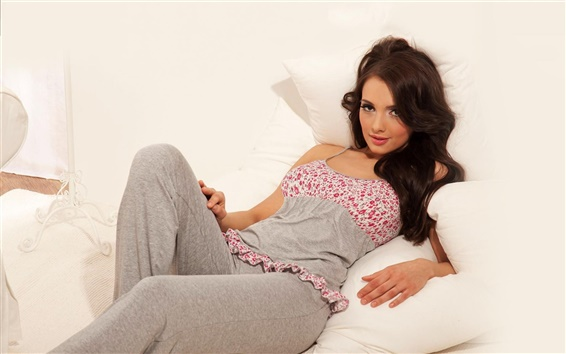 Wallpaper Pyjama girl at bed