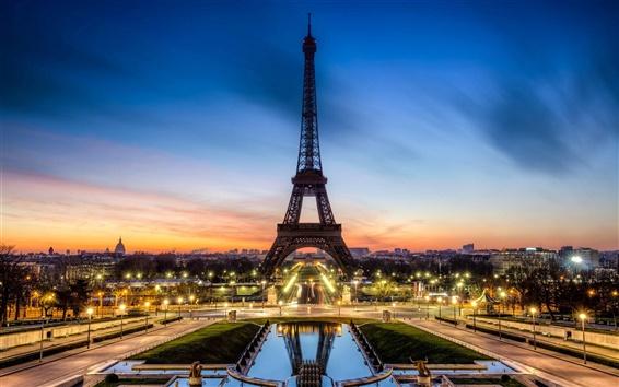 Обои Красивый ночной вид Эйфелевой башни