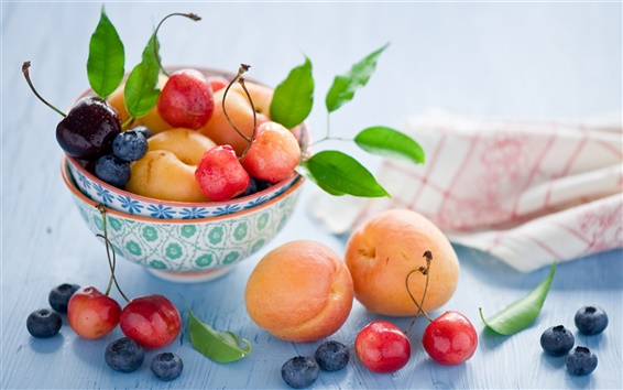 Обои Натюрморт фрукты, абрикосы, вишня, черника, ягоды, листья