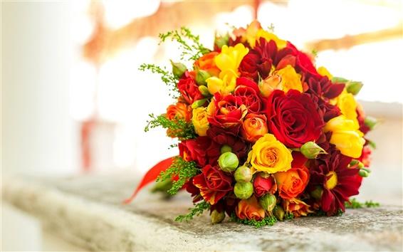 Обои Букет цветов, красные желтые розы