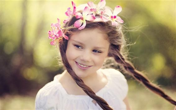 Fond d'écran Sourire petite fille, une gerbe de fleurs