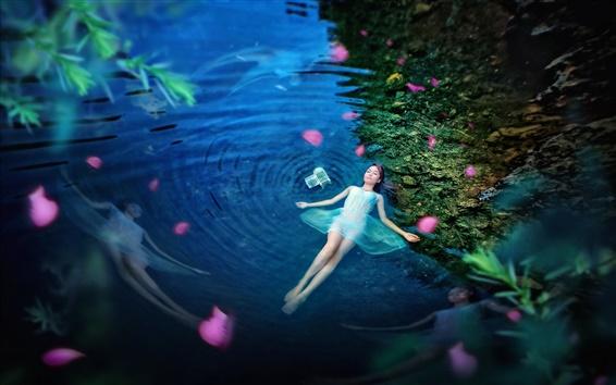 壁紙 女の子横たわる池の水、青、夜