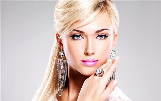 Fond d'écran Yeux bleus fille blonde, maquillage, bague, bijoux