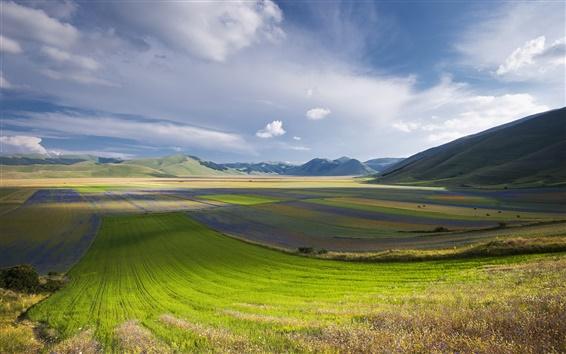 Fond d'écran Italie, Ombrie, montagnes, champs, tonte, le ciel, les nuages