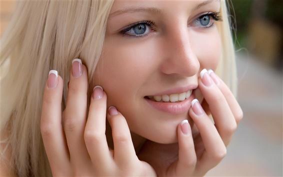 Fond d'écran Sourire fille blonde regarde