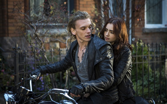 Обои The Mortal Instruments: Город костей, Лили Коллинз, Джейми Кэмпбелл Бауэр