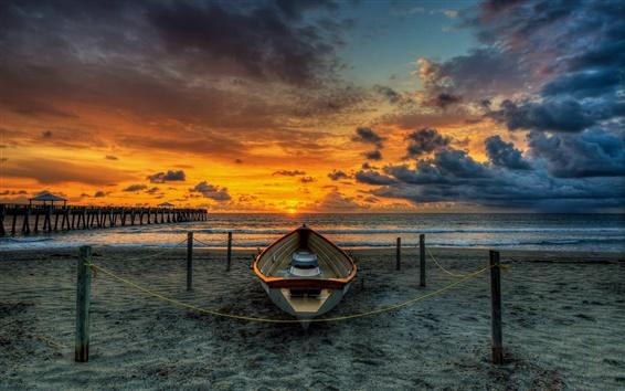 Papéis de Parede Praia, ponte de madeira, barco, pôr do sol, cais, mar, nuvens