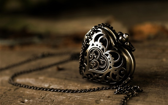 Обои Металл кулон, сердце любовь