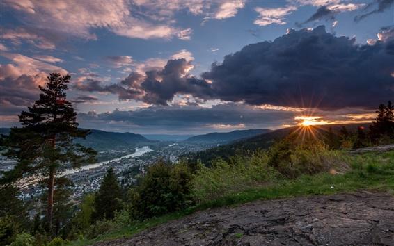 Fond d'écran Norvège, Drammen, montagnes, arbres, nuages, coucher du soleil