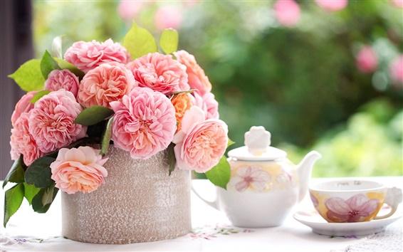 Обои Розовые розы цветы, стол, чашки, чай, размытость