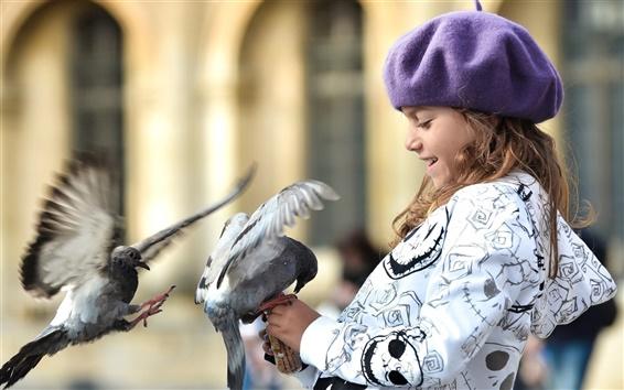 Fond d'écran Sourire petite fille avec pigeon