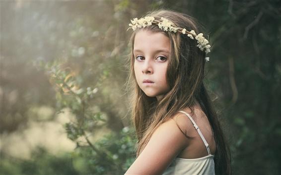 Papéis de Parede Olhar bonito menina, criança, coroa de flores
