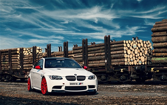 Wallpaper BMW M3 E92 white car in the railway station