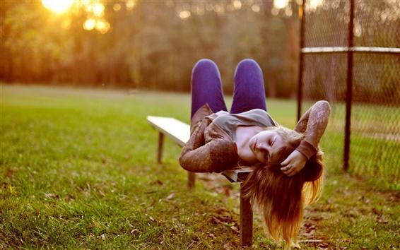 Обои Девушка лежала скамейка, сон