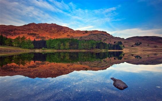 Fond d'écran Réflexion lac tranquille, eau, montagne, arbres, ciel bleu
