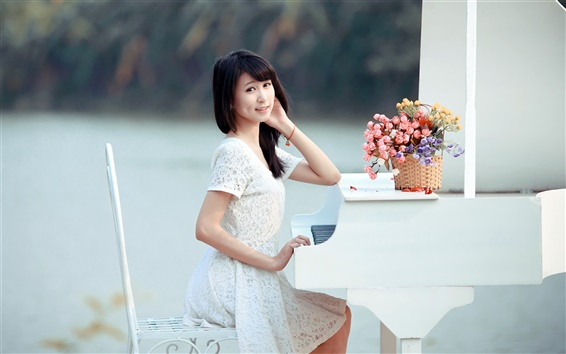 Fond d'écran Sourire fille asiatique, piano, musique