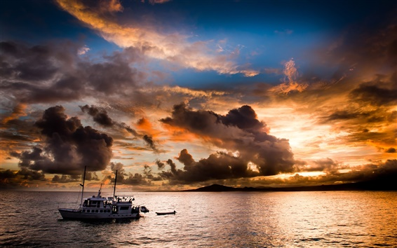 Обои Вечер, море, побережье, закат, лодки, облака