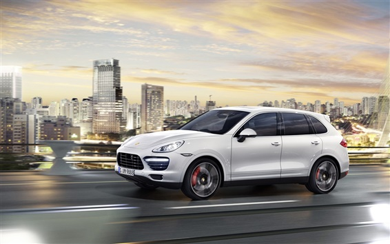 Обои Porsche Cayenne белый автомобиль, город, дорога, небоскребы