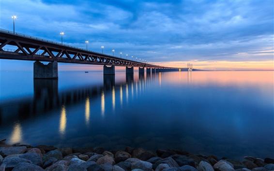 Papéis de Parede Suécia, ponte, luzes, praia, pedras, noite, pôr do sol, céu, nuvens, azul