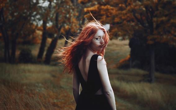 Fond d'écran Rouge jeune fille aux cheveux regarder en arrière, le vent