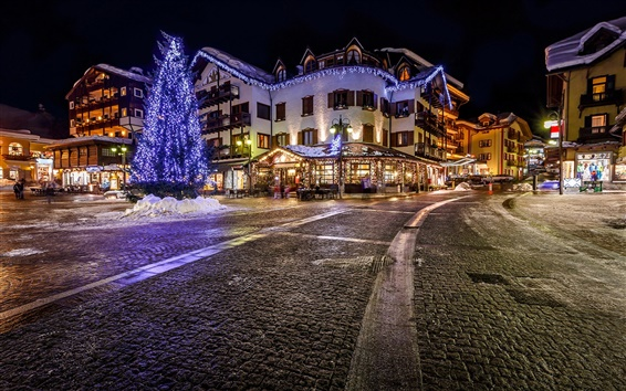 Wallpaper Italy, city, night, lights, road, houses, cafes, buildings