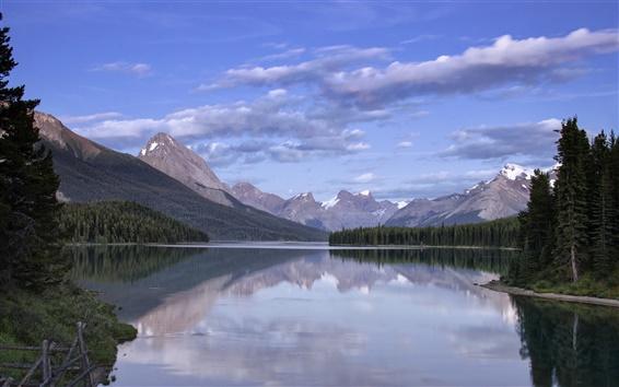 Обои Озеро, горы, лес, облака