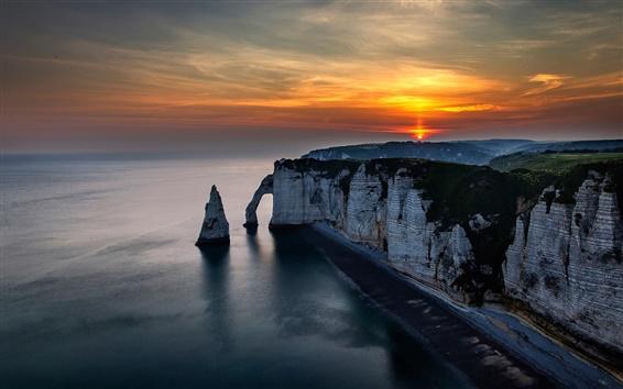 Fond d'écran Etretat, France, sur la côte, la mer, les rochers, coucher de soleil