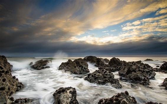 배경 화면 바다, 해안, 바위, 구름, 황혼
